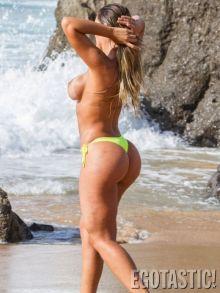 bun-bun-s-a-dezbracat-pe-plaja-si-a-atras-toate-privirile-aparatie-de-senzatie-a-lui-miss-bumbum-topless_4