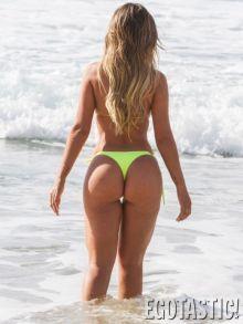 bun-bun-s-a-dezbracat-pe-plaja-si-a-atras-toate-privirile-aparatie-de-senzatie-a-lui-miss-bumbum-topless_6
